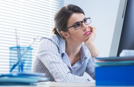 Kính chống cận khi làm việc với máy tính cho dân văn phòng